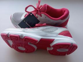 https://www.brandalley.de/product/2989349-diadora-low-sneakers-grau#description_produit