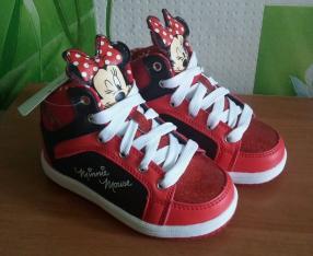 Отзыв на Disney High Топ Дети кроссовки из Интернет-Магазина Sports Direct