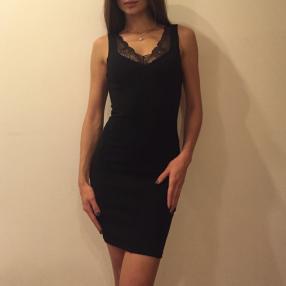Отзыв на Платье трикотажное с кружевом из Интернет-Магазина H&M